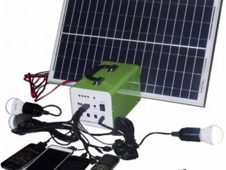 Kampeeruitrusting Draagbaar zonnesysteem van 30w inclusief accu