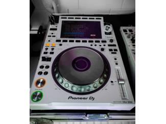 Pioneer CDJ-3000 Multi Player = 1400 EUR Pioneer CDJ-2000NXS2